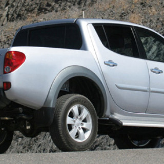 mitsubishi-l200-double-cab-rear