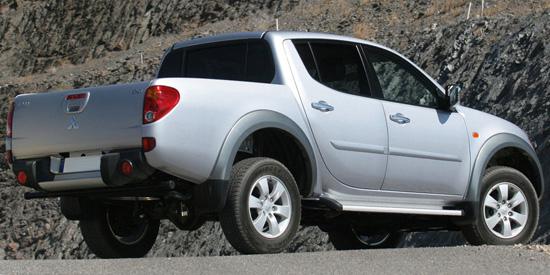 mitsubishi-l200-double-cab-rear